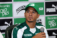 CALI - COLOMBIA, 10-07-2018: Macnelly Torres durante su presentación como nuevo jugador del Deportivo Cali que es uno de los refuerzos para enfrentar  la Liga Águila II 2018. / Macnelly Torres during his presentation as new player of Deportivo Cali is one of the reinforcements to face the Liga Águila II 2018. Photo: VizzorImage/ Nelson Rios / Cont