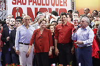 ATENÇÃO EDITOR: FOTO EMBARGADA PARA VEÍCULOS INTERNACIONAIS. SAO PAULO, SP, 20 DE OUTUBRO DE 2012.  ELEIÇAO 2012 SAO PAULO - 2 TURNO -FERNANDO HADDAD.  O candidato do PT a prefeitura de Sao Paulo,  Fernando Haddad, o vice presidente Michel Temer e a presidenta Dilma Rousseff durante comicio no Ginasio da Portuguesa, na noite deste sabado, na zona norte da capital paulista. FOTO ADRIANA SPACA - BRAZIL PHOTO PRESS