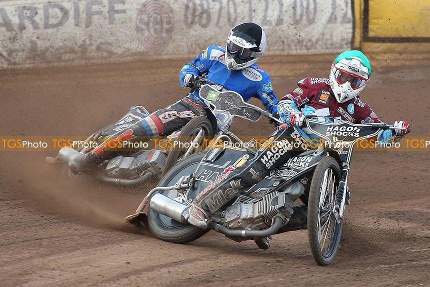 Heat 5: Lee Richardson (green) ahead of Daniel King (tactical) - Ipswich Witches vs Lakeside Hammers - Sky Sports Elite League Speedway at Foxhall Stadium, Ipswich, Suffolk - 25/06/09- MANDATORY CREDIT: Gavin Ellis/TGSPHOTO - Self billing applies where appropriate - 0845 094 6026 - contact@tgsphoto.co.uk - NO UNPAID USE.