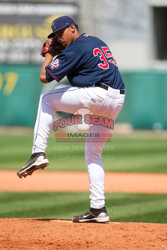 Cedar Rapids Kernels pitcher Tyler Jones #35 pitches during a game against the Lansing Lugnuts at Veterans Memorial Stadium on April 30, 2013 in Cedar Rapids, Iowa. (Brace Hemmelgarn/Four Seam Images)