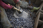 These guys work breaking stones while on holiday, which will be used for the construction of a road, the money they earn they will use it to pay for school. In many developing countries children seen in the need to work to have access to the most basic things, help their families, go to school, food or water are just some of them.