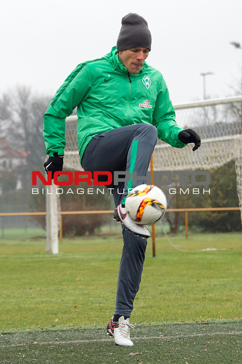 25.03.2016, Trainingsgelaende, Bremen, GER, 1.FBL, Training Werder Bremen<br /> <br /> im Bild<br /> Clemens Fritz (Bremen #8), <br /> <br /> Foto &copy; nordphoto / Ewert