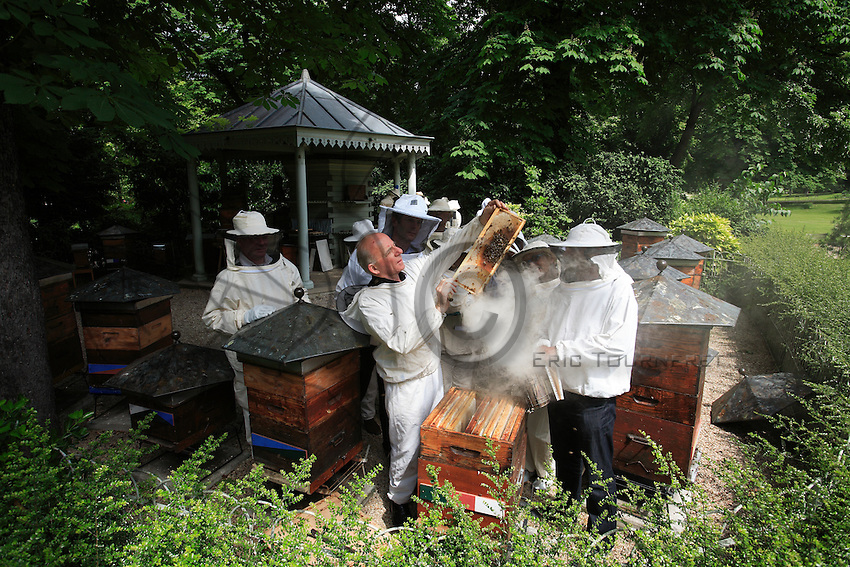 Paris. The apiary school of the Luxembourg Gardens, created by the Société Centrale d'Apiculture on the Senate estate, celebrated its 150th anniversary in 2006.