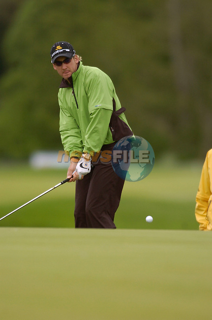 May 20th, 2006. Nissan Irish Open Golf, Carton House, Maynooth, Kildare..England's Ian Poulter in action on the 5th hole..Photo AFP/NEWSFILE/BARRY CRONIN..(Photo credit should read AFP PHOTO/BARRY CRONIN/NEWSFILE)
