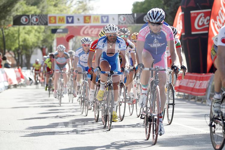 Etapa en linea ruta vuelta a Madrid 2011 Optikas Varilux, Club Ciclista Getafe, peloton. (ALTERPHOTOS/Alvaro Hernandez)