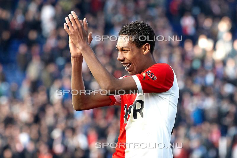 Nederland, Rotterdam, 28 oktober  2012.Eredivisie.Seizoen 2012-2013.Feyenoord-Ajax 2-2.Jean Paul Boetius van Feyenoord bedankt de supporters