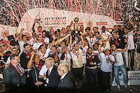 SÃO PAULO, SP, 17.07.2013 - RECOPA - SULAMERICANA - CORINTHIANS X SÃO PAULO - Jogadores do Corinthians comemoram a conquisa da Recopa Suiamericana após vitória contra o São Paulo no Estádio Paulo Machado de Carvalho, Pacaembu na noite desta quarta-feira, 17. (Foto: William Volcov / Brazil Photo Press).