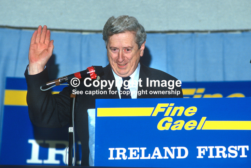 Garret FitzGerald, An Taoiseach, Prime Minister, Leader, Fine Gael, Rep of Ireland, addresses his party's Ard Fheis, annual conference, 1985. 19851201GF4.<br />