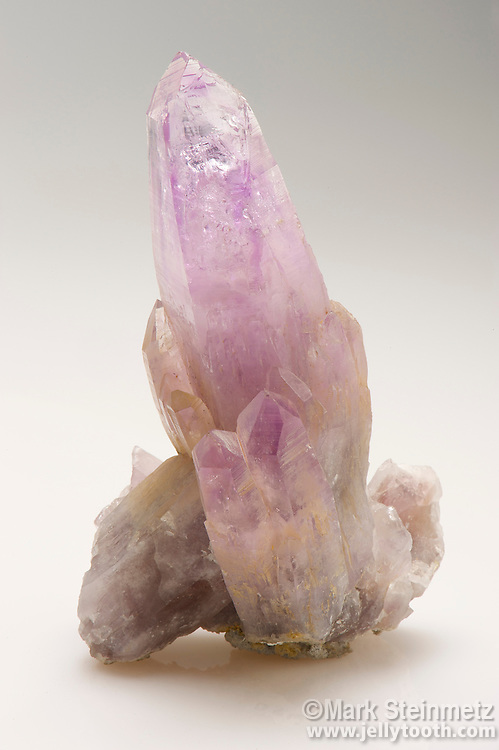 Quartz crystals, variation Amethyst