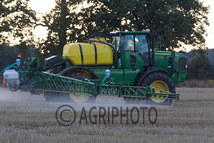 John Deere 5430i self propelled sprayer working on wheat stubble..Picture by Tim Scrivener date taken 3rd October 2012.mobile 07850 303986 e-mail tim@agriphoto.com.....covering agriculture in The United Kingdom.....