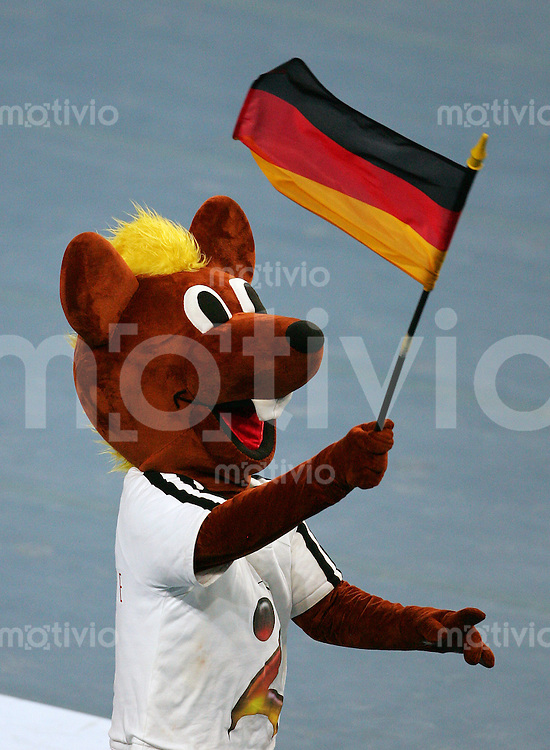 Hannover Handball Statoil World Cup 2006 Deutschland - Kroatien Das Maskottchen der Handball WM 2007 HANNIBALL mit Deutschlandfahne.