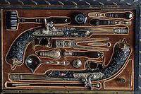Europe/France/Rhône-Alpes/42/Loire/Saint-Etienne : Musée d'art et d'industrie - Coffre de pistolets de duel fabriqué par ZOUE 1850