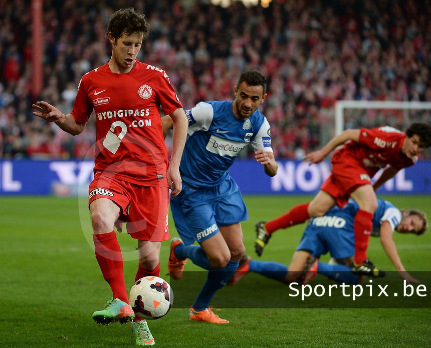 KV Kortrijk - Racing Genk : Thomas Matton (l) aan de bal voor Fabien Camus (r)<br /> foto VDB / BART VANDENBROUCKE