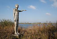 Nederland Zaltbommel;  2016. Het  Waterstandbeeld aan de Waalkade geeft aan tot hoe hoog het water kwam tijdens een grote overstroming. Foto Berlinda van Dam / Hollandse Hoogte