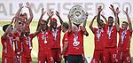 27.06.2020, Fussball: nph00001 1. Bundesliga 2019/2020, 34. Spieltag, VfL Wolfsburg - FC Bayern Muenchen, in der Volkswagen-Arena Wolfsburg. Siegerehrung nach dem Spiel: Der FC Bayern MŸnchen feiert den Gewinn der 30. Deutschen Meisterschaft. Co-Trainer Hermann Gerland (mi., Bayern MŸnchen) mit der Schale<br /><br />Foto: Bernd Feil/M.i.S./ /Pool/nordphoto<br /><br />Nur fŸr journalistische Zwecke! Only for editorial use! <br /><br />GemŠ§ den Vorgaben der DFL Deutsche Fussball: nph00001 Liga ist es untersagt, in dem Stadion und/oder vom Spiel angefertigte Fotoaufnahmen in Form von Sequenzbildern und/oder videoŠhnlichen Fotostrecken zu verwerten bzw. verwerten zu lassen. DFL regulations prohibit any use of photographs as image sequences and/or quasi-video.    <br /><br />National and international NewsAgencies OUT.
