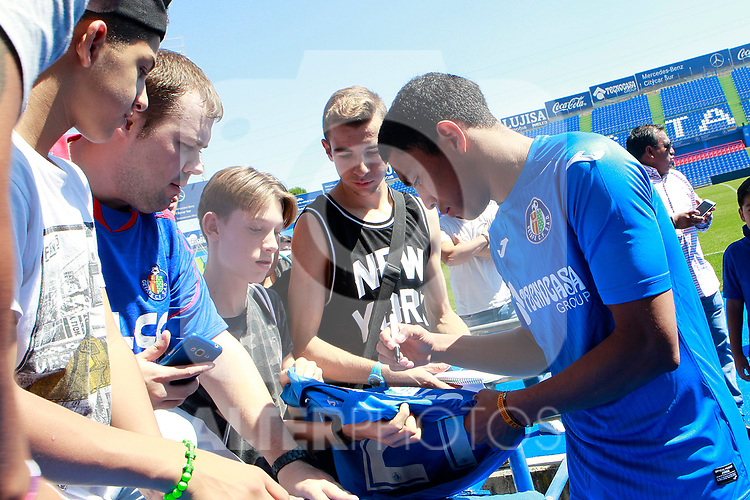 Getafe CF's new player Jefferson Montero with the supporters during his official presentation.  September 5, 2017. (ALTERPHOTOS/Acero)