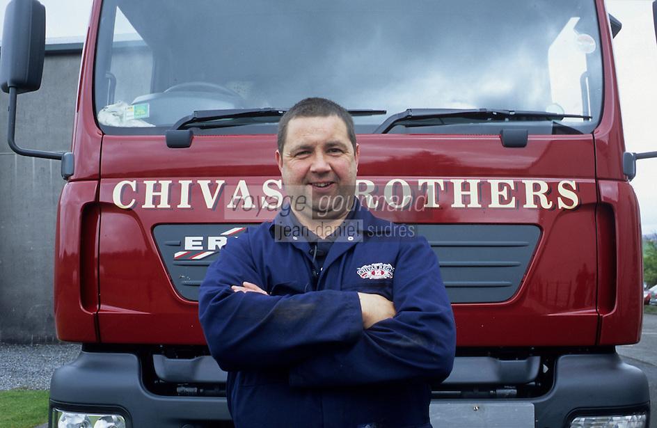 Europe/Grande-Bretagne/Ecosse/Moray/Speyside/Keith : Distillerie Strathisia Whisky Chivas - Chauffeur d'un des camions de livraison