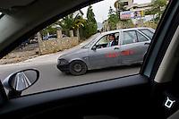 Partinico, 21 Maggio, 2006. Pino Maniaci a bordo dell'automobile con la quale si muove per realizzare i servizi..Pino Maniaci driving the Telejato car.