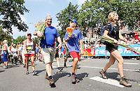 Nederland  Nijmegen  2016. De Vierdaagse van Nijmegen. Via Gladiola. Op weg naar de finish.  Foto Berlinda van Dam / Hollandse Hoogte