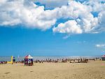 Plaża nadmorska w Mikoszewie, położonym tuż przy ujściu Wisły.