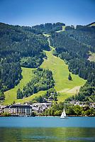 Oesterreich, Salzburger Land, Zell am See: Blick ueber den Zeller See auf Zell am See mit dem Bruckberg | Austria, Salzburger Land, Zell at Zeller Lake with Bruckberg mountain
