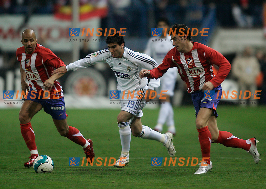 Real Madrid's Jose Antonio Reyes (c) and Atletico de Madrid's Peter Luccin (l) and Giourkas Seitaridis (r)  during  the Spanish League match between Atletico de Madrid and Real Madrid at Vicente Calderon Stadium in Madrid, Saturday February 24 2007. (INSIDE/ALTERPHOTOS/B.echavarri).