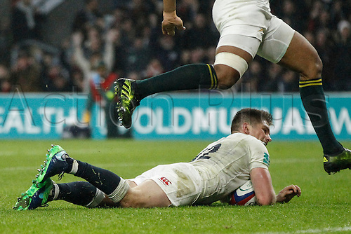 12.11.2016. Twickenham, London, England. Autumn International Rugby. England versus South Africa.  Owen Farrell of England scores a try.    Final score: England 37-21 South Africa.