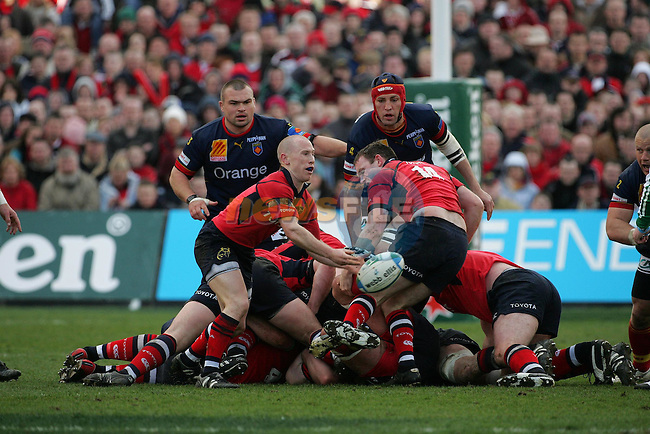 Dublin Ireland. Munsters no 9 Peter Stringer clears the ball during the Munster and Perpignan Heineken cup quarter final in Lansdowne Road, Dublin 1/4/06.Photo AFP/NEWSFILE/FRAN CAFFREY..(Photo credit should read AFP PHOTO/FRAN CAFFREY/NEWSFILE)