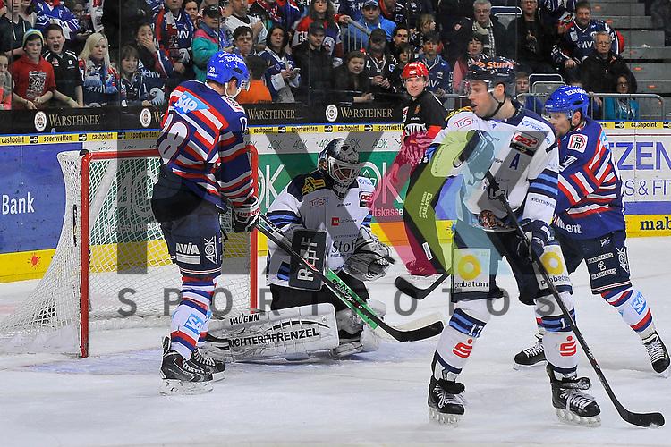 Mannheims Frank Mauer (Nr.28) und Mannheims Ronny Arendt (Nr.57) gegen Straubings Jason Bacasihiua (Nr.33) und Straubings Florian Ondruschka (Nr.17)  beim Spiel in der DEL, Adler Mannheim - Straubing Tigers.<br /> <br /> Foto &copy; Ice-Hockey-Picture-24 *** Foto ist honorarpflichtig! *** Auf Anfrage in hoeherer Qualitaet/Aufloesung. Belegexemplar erbeten. Veroeffentlichung ausschliesslich fuer journalistisch-publizistische Zwecke. For editorial use only.