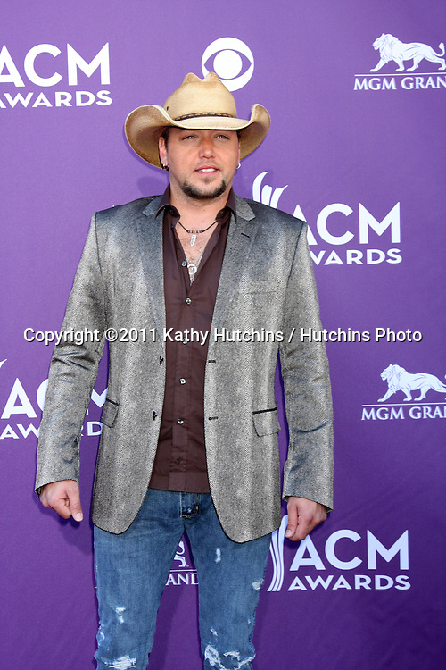 LAS VEGAS - APR 1:  Jason Aldean arrives at the 2012 Academy of Country Music Awards at MGM Grand Garden Arena on April 1, 2010 in Las Vegas, NV.