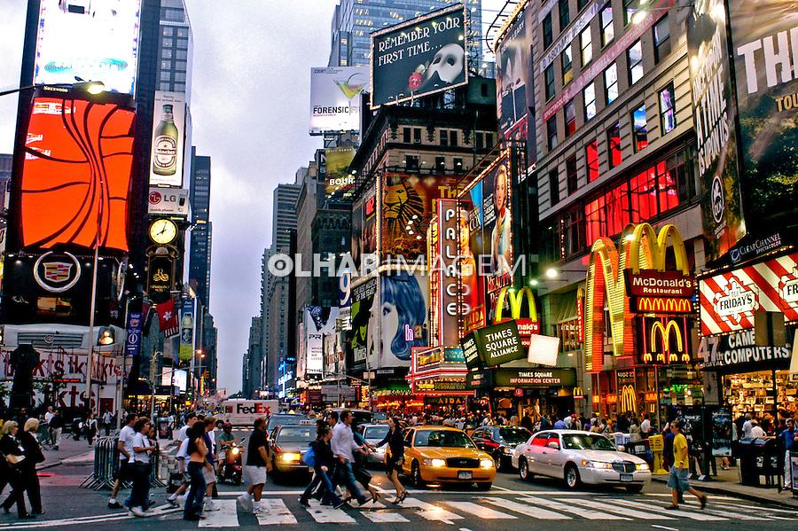 Travessia de pedestres em Times Square, Nova York. EUA. 2004. Foto de Ricardo Azoury.