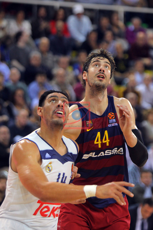 Turkish Airlines Euroleague 2016/2017.<br /> Regular Season - Round 8.<br /> FC Barcelona Lassa vs R. Madrid: 63-102.<br /> Gustavo Ayon vs Ante Tomic.