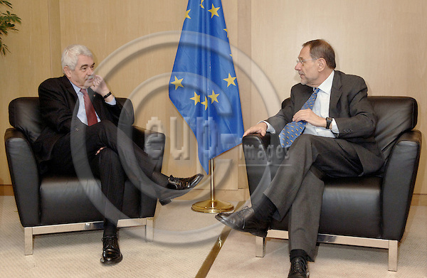 Brussels-Belgium - 08 February 2006---Javier SOLANA (ri), EU High Representative for the Common Foreign and Security Policy (CFSP), receives Pasqual MARAGALL (le), President of the (Regional) Autonomous Government (Generalitat) of Catalonia / Spain---Photo: Horst Wagner/eup-images