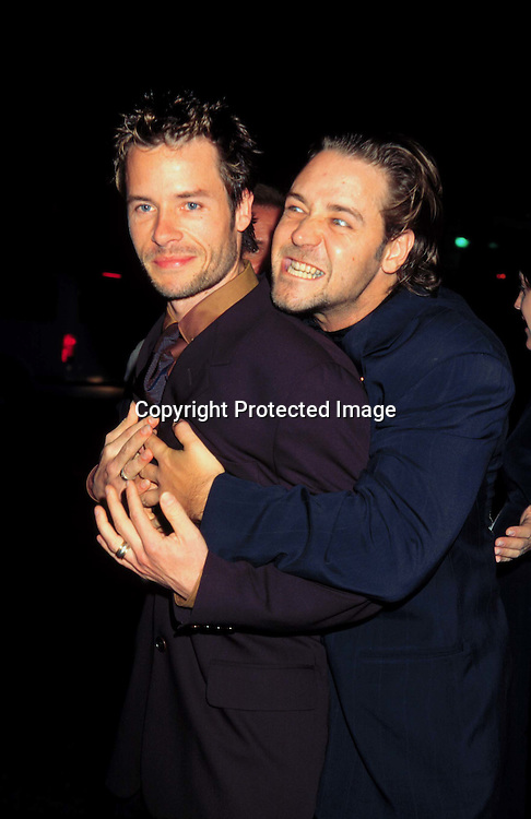 """©KATHY HUTCHINS/HUTCHINS.""""L.A. CONFIDENTIAL"""" PREMIERE  9/16/97.GUY PEARCE & RUSSELL CROWE"""