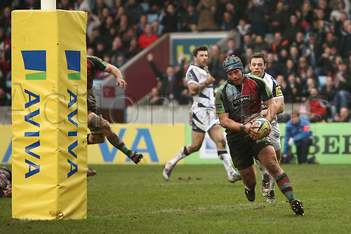 18.02.2011 Joe Gray scores try for Harlequins Aviva Premiership Rugby from the Stoop. Harlequins v Sale Sharks.