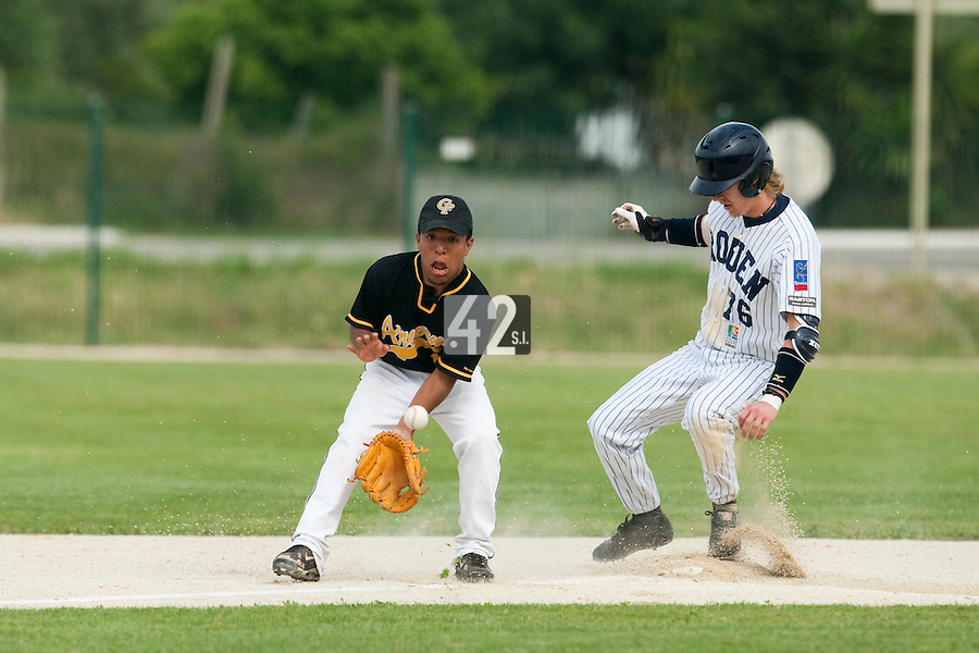21 May 2009: Rodrigo Rodriguez of Clermont-Ferrand eyes the ball as Luc Piquet of Rouen slides safely into second base during the 2009 challenge de France, a tournament with the best French baseball teams - all eight elite league clubs - to determine a spot in the European Cup next year, at Montpellier, France.