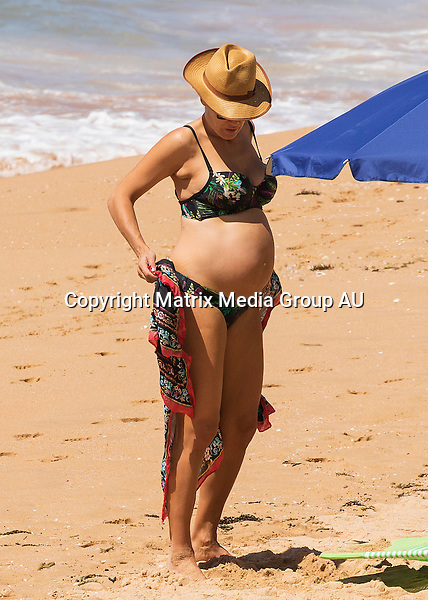 5 OCTOBER 2015 SYDNEY AUSTRALIA<br /> <br /> EXCLUSIVE PICTURES <br /> <br /> Erika Heynatz pictured heavily pregnant with her husband finishing up after an afternoon at the beach. The couple were spotted under an umbrella soaking up the sun before making up and heading home.