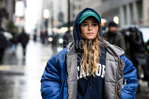 Street Style<br /> <br /> New York - Inverno 2017<br /> <br /> Fevereiro 2017<br /> <br /> foto: FOTOSITE