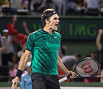 Roger Federer (SUI) defeats Nick Kyrgios (AUS) by 7-6, 6-7, 7-6
