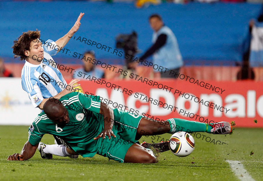 Soccer - 2010 FIFA World Cup - Group B - Argentina v Nigeria Lionel Messi (10) Danny Shittu (6) Ellis Park Stadium in Johannesburg, South Africa, Saturday, June 12, 2010. 12.6.2010 (credit & photo: Pedja Milosavljevic / +381 64 1260 959 / thepedja@gmail.com / STARSPORT )