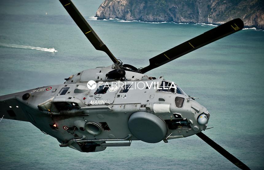 elicottero della Marina Militare EH90