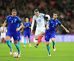 England's Jamie Vardy tussles with Netherland's Jeffrey Bruma and Joel Veltman during the International friendly match at Wembley.  Photo credit should read: David Klein/Sportimage
