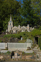 Royaume-Uni, îles Anglo-Normandes, île de Guernesey, Saint-Andrews: Les Vauxbelets, La petite chapelle de Guernesey.  construite par le Frère Déodat, une version miniature de la célèbre grotte et la basilique de Lourdes en France// United Kingdom, Channel Islands, Guernsey island, St Andrews: Les Vauxbelets, Little Chapel, Guernsey.built by Brother Déodat, miniature version of the famous grotto and basilica at Lourdes in France.