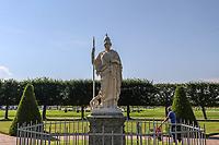 """SAO PETERSBURGO, RUSSIA, 13.07.2018 - SAO PETERSBURGO-RUSSIA - Vista do parque Peterhof que emalemãosignifica """"Corte/Jardim de Pedro"""" é um conjunto de palácios e jardins, distribuidos sob as ordens dePedro, o Grande, e por vezes chamado de """"Versailles Russo"""". Fica situado nas proximidades de uma cidade de 82.000 habitantes com o mesmo nome, a cerca de trinta quilómetros da antiga capital russa,São Petersburgo. (Foto: William Volcov/Brazil Photo Press)"""