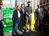 'Top ten for the world' is that from today until November 6, those who deposit ten glass or plastic bottles in the containers enabled for this purpose in Callao Square will receive a ticket to witness the Davis Cup, which begins in Madrid on November 18<br /> Nieves Rey, Borja Martiarena, Gerard Pique y Albert Costa