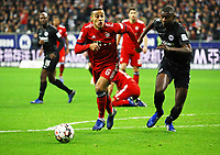 Thiago (FC Bayern Muenchen) gegen Evan N'Dicka (Eintracht Frankfurt) - 22.12.2018: Eintracht Frankfurt vs. FC Bayern München, Commerzbank Arena, DISCLAIMER: DFL regulations prohibit any use of photographs as image sequences and/or quasi-video.
