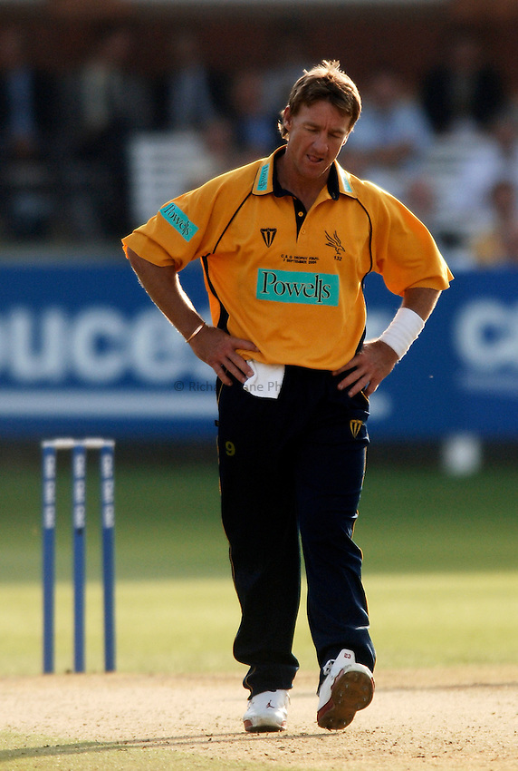 Photo: Glyn Thomas..Hampshire v Warwickshire. C&G Trophy Final..03/09/2005..Hampshire's Andy Bichel.