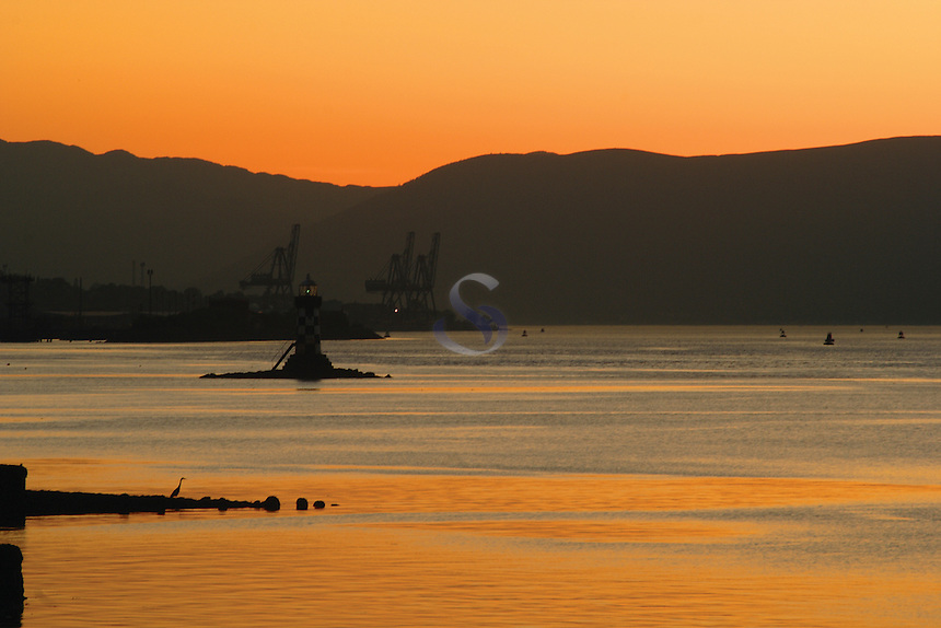 Sunset over the River Clyde from Port Glasgow, Inverclyde<br /> <br /> Copyright www.scottishhorizons.co.uk/Keith Fergus 2011 All Rights Reserved