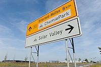 Deutschland Solar Valley Standort vieler Solarfirmen wie Q-cells Sovello bei Bitterfeld-Wolfen in Sachsen-Anhalt | GERMANY Solar valley at Bitterfeld Wolfen, many companies here are in a crisis due to cheap products from China