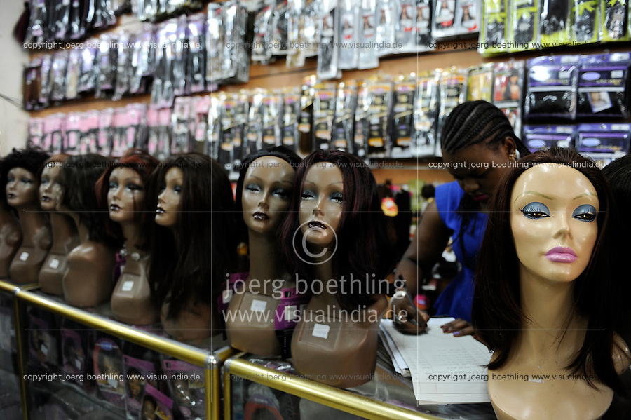 Tanzania Dar es Salaam, shop sells artificial or natural hair for women, often the hair comes from head shavings in Hindu temple in India, is then processed in China and after sold to africa / TANSANIA Dar es Salam, Laden verkauft Naturhaare und kuenstliche Haare fuer Frauen